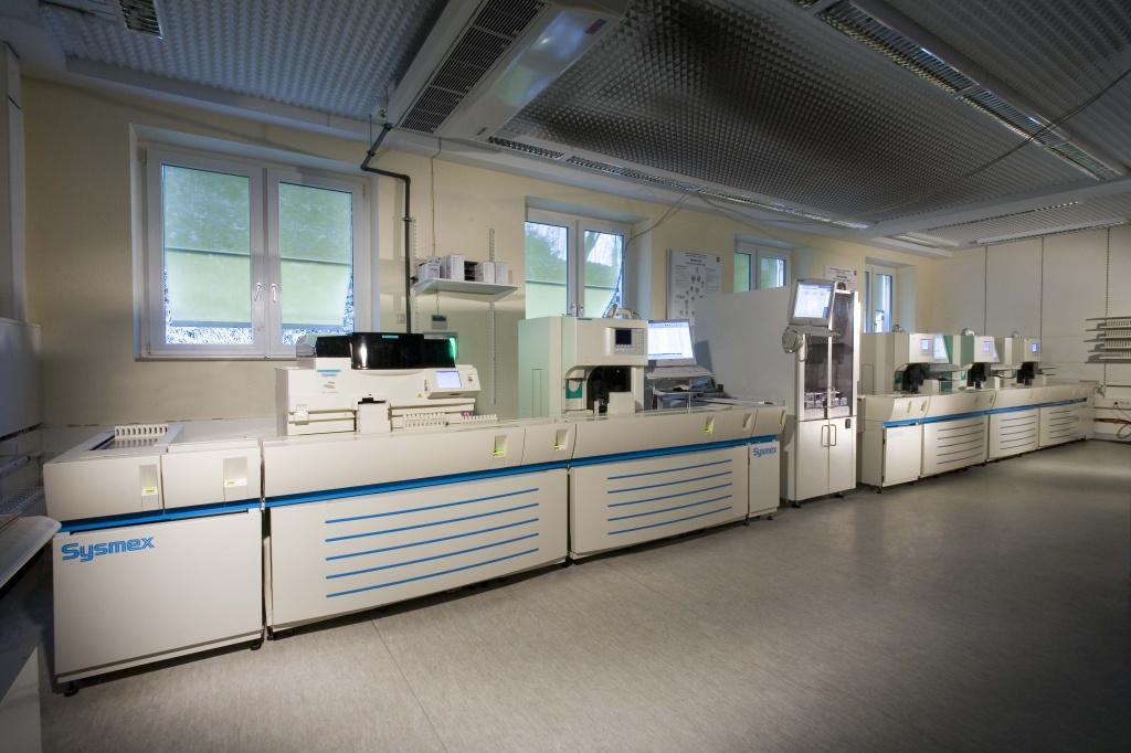 Лаборатория службы LADR в Гестахте в 2013 году - поточная автоматизированная биохимическая линия