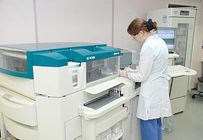Иммунохемилюминесцентный анализатор 3-го поколения Advia Centaur (Германия), выполняющий анализ на гормоны щитовидной железы