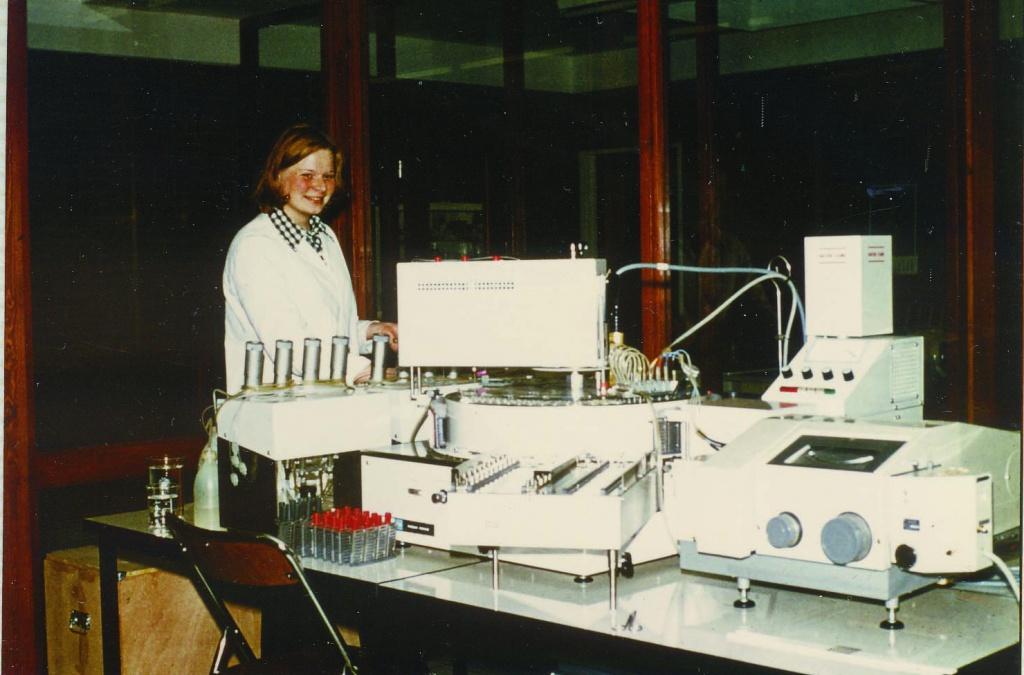 Первые полуавтоматические лабораторные системы